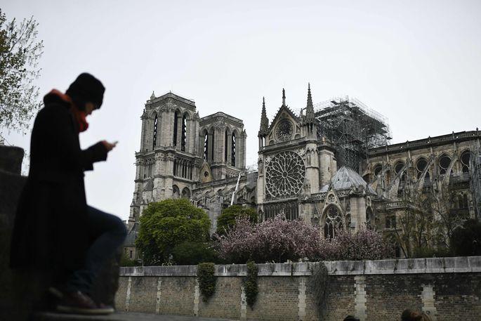 Die Kathedrale Notre-Dame am Dienstagmorgen, dem Tag nach dem Feuer