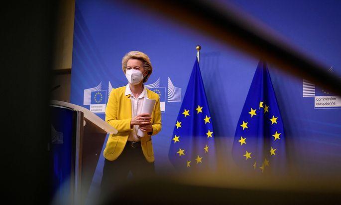 Archivbild von EU-Kommissionpräsidentin Ursula von der Leyen, die mit dem britisch-schwedischen Pharmakonzern AstraZeneca schon mehrere Konflikte ausgetragen hat.