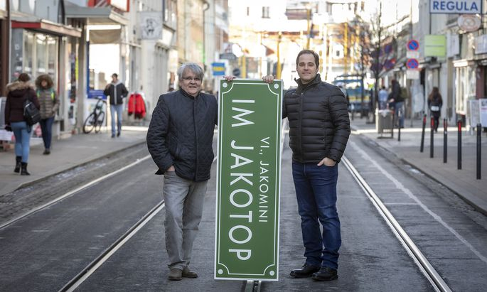 Eine Doku über den Grazer Bezirk Jakomini: Projektinitiator Klaus Strobl (l.) und Regisseur Markus Mörth in der Reitschulgasse.