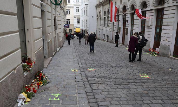 Terroranschlag in Wien Wien, Bermuda Dreieck, 04. 11. 2020 Spuren des Terrors - Menschen gedenken der Opfer und z�nden K