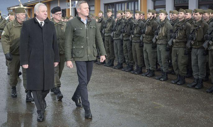 Verteidigungsminister Kunasek bei der Angelobung von Rekruten.