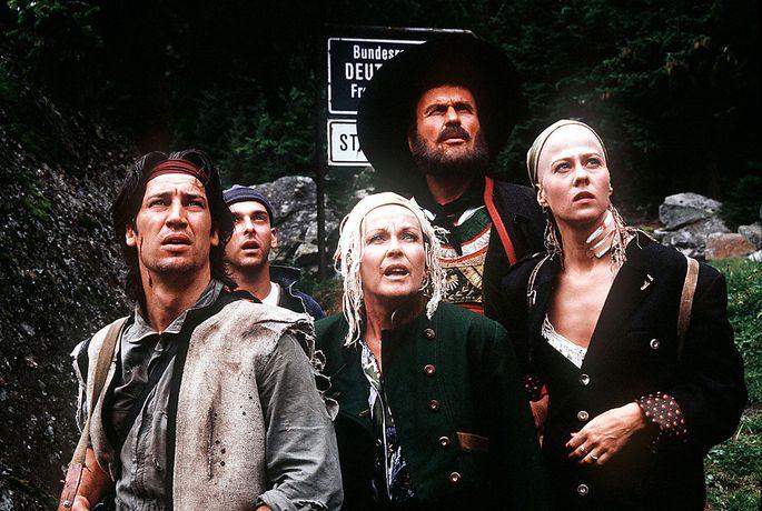 """Szene aus der echten """"Piefke-Saga"""" mit u.a. Tobias Moretti, die in vier Teilen von 1990 bis 1993 im Fernsehen zu sehen war."""