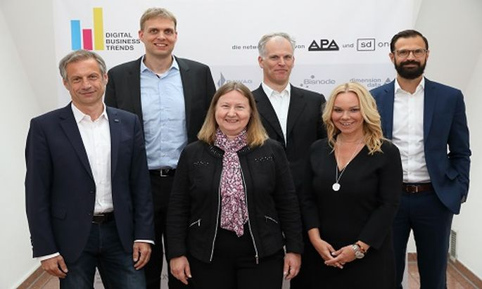 Im Bild v.l.n.r.: Christian Minarovits (IBM Österreich), Stefan Schulte (TU Wien), Gabriele Bolek-Fügl (BDO Austria), Harald Gold (DXC Technology), Sylvia Graf (ORF, Moderation) und Kai Siefert (Wien Energie)