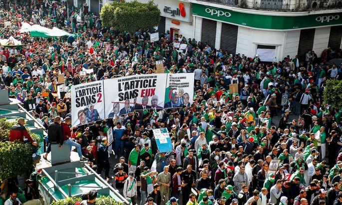 Massenproteste für den Rücktritt von Abdelaziz Bouteflika