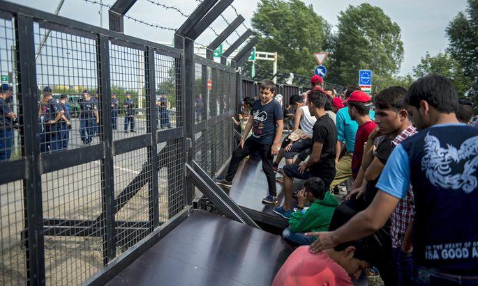 SERBIA HUNGARY REFUGEES MIGRATION CRISIS