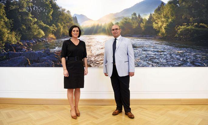 Tourismusministerin Elisabeth Köstinger (ÖVP) mit dem Wiener Stadthotelier Dimitrij Simulevski.