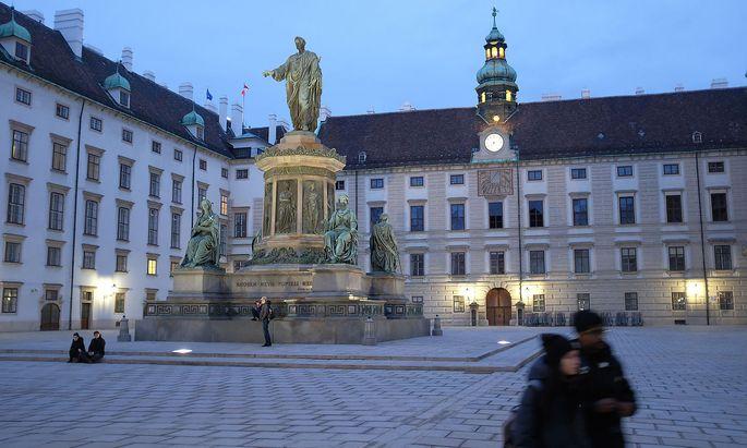 Archivbild: Touristen bei der Wiener Hofburg