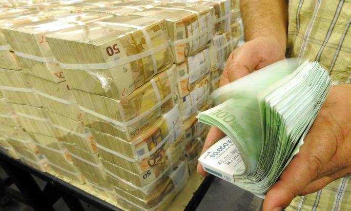 Archivbild: Euro-Banknoten in der österreichischen Nationalbank.