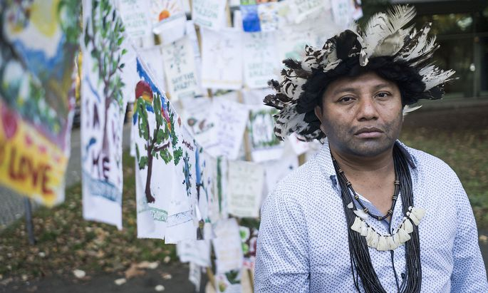 Greenpeace and Indigenous Delegation Protest at Brazilian Embassy in Berlin Greenpeace und Indigene Delegation Protestieren vor Brazilianischer Botschaft in Berlin