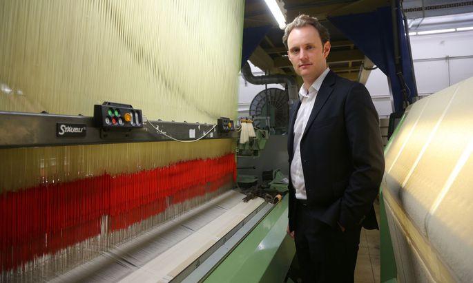 Vossen-Chef Paul Mohr sucht neue Märkte, damit seine 30 Webmaschinen auch am Wochenende zu tun haben.