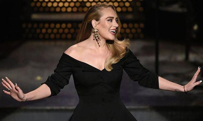 Adele witzelt im US-Fernsehen über Gewichtsverlust