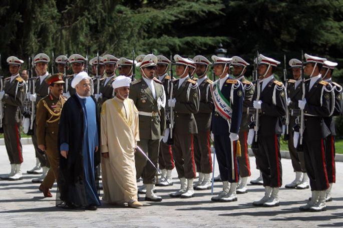 Omans Sultan Qabus (beige gewandet) auf Besuch in Teheran vorigen August, neben ihm Irans Präsident Hassan Rohani