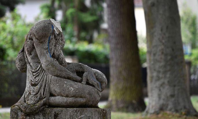 Geköpft: Hasemanns umstrittene Statue in Berlin-Zahlendorf.