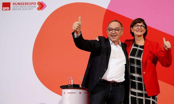 Norbert Walter-Borjans und Saskia Esken konnten die etablierte Konkurrenz im Rennen um die SPD-Spitze in Schach halten.