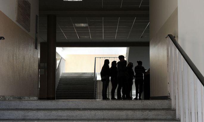 Symboldbild: Jugendliche in der Schule