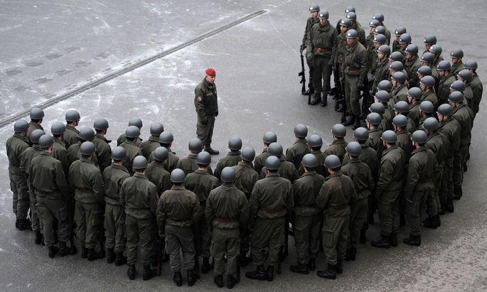 Symbolbild: Rekruten eines Gardebataillons