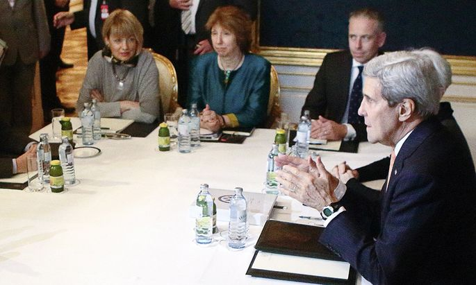 Iranian Foreign Minister Zarif, U.S. Secretary of State Kerry and EU envoy Ashton sit at a table during a meeting in Vienna