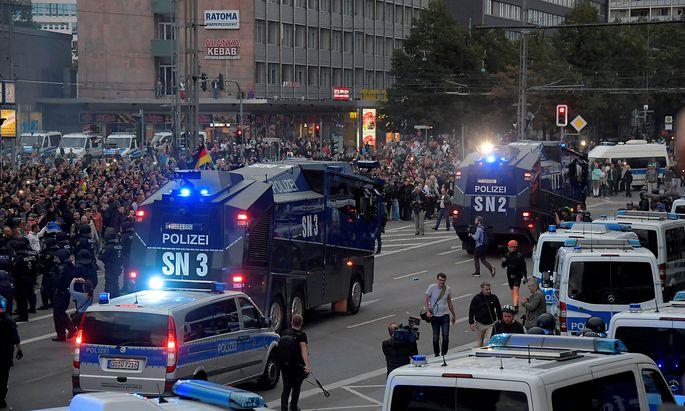 Am Abend des 26. August kam es nach der Tötung eines Mannes zu teils gewalttätigten Demonstrationen in Chemnitz.