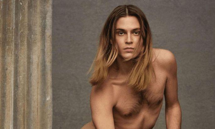 Ein nackter Mann in weiblicher Pose. Genug Stoff für eine Kontroverse?