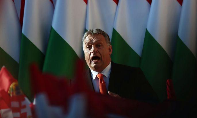 Archivbild: Ungarns Premier Orban bei einer Wahlkampfveranstaltung
