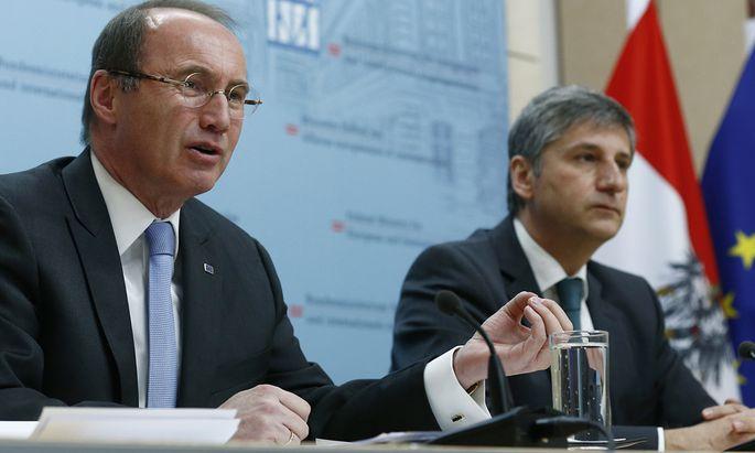 Einigkeit statt Zwist: Karas (l.) und Spindelegger bei einer gemeinsamen Pressekonferenz.