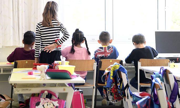 Rund 15.000 Kinder mit Deutschförderbedarf werden die Sommerschulen besuchen. Für ihre Eltern gibt es seit dieser Woche Elternkurse.