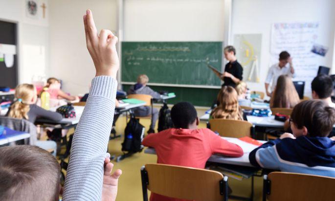 Für eine Teilnahme am Präsenzunterricht müssen sich die Schüler laut Verordnung alle 48 Stunden testen, also drei Mal pro Woche.