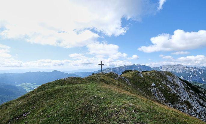 Der breite Rücken täuscht über die Schroffheit des Berges hinweg