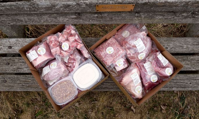 Das Fleisch wird in Paketen verschickt.