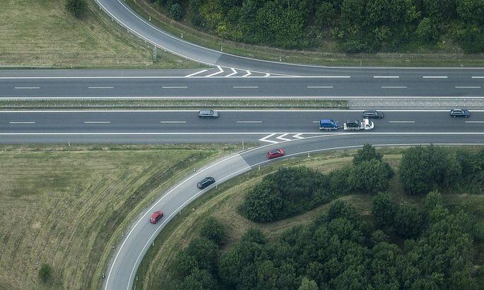Archivbild: Ein Zubringer auf die Autobahn A4 bei Ohorn in Sachsen.