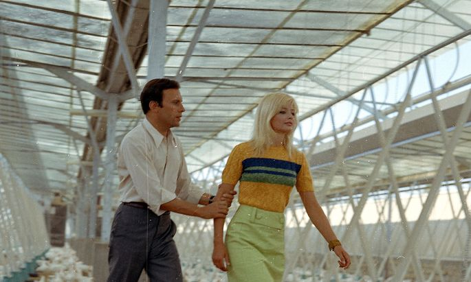 """Jean-Louis Trintignant und Ewa Aulin in """"La morte ha fatto l'uovo"""" (""""Die Falle"""", 1968)."""