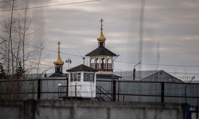 Die Türme der Kirche des Straflagers N2 nahe der russischen Stadt Pokrov, wo der russische Regierungskritiker Nawalny seit kurzem überstellt wurde.
