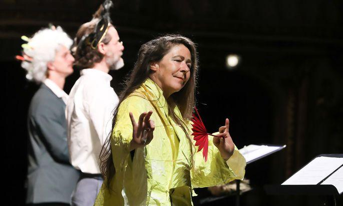 """Als Miranda in Shakespeares """"The Tempest"""": Anne Bennent vor Sebastian Wendelin und Markus Meyer."""