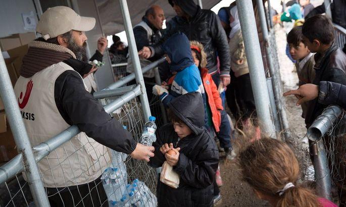 Fluechtlingscamp Idomeni Fluechtlingslager Idomeni Mehr als zehntausend Fluechtlinge stecken teilweise