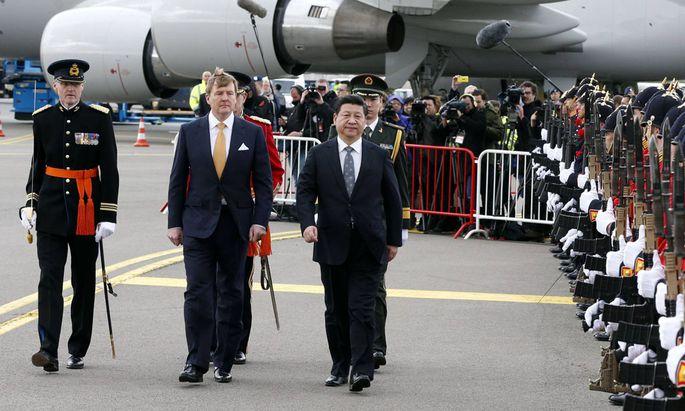 Xinhua Chinese President Xi Jinping R reviews an honour