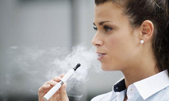 E-Zigaretten enthalten neben Nikotin auch metallhaltige Schwebestoffe.