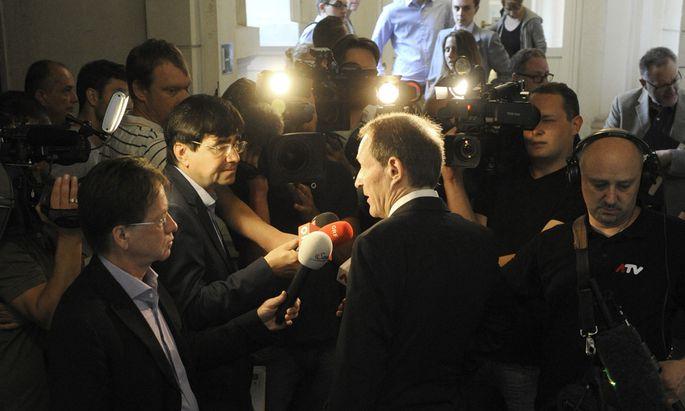 Wolfgang Blaschitz, der Anwalt des IS-Heimkehrers, im Fokus der Medien.