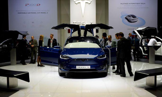 """Tesla glaubt weiterhin an das """"Abheben"""" des Marktes für Elektroautos."""