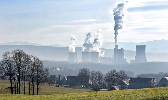 Kohlekraftwerk in Turow Polen Foto vom 05 05 2019 Das Braunkohle Grosskraftwerk PGE Górnictwo i
