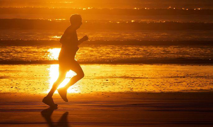 Das Bevölkerungsalter sollte u. a. auch Gesundheitsstand und mentale Fitness enthalten, fordern Forscher.