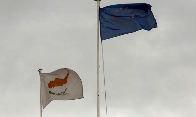 Zypern setzt ueberraschend RettungspaketAbstimmung
