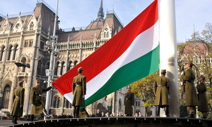 Ungarn: Nationalstolz und Gott in neuer Verfassung