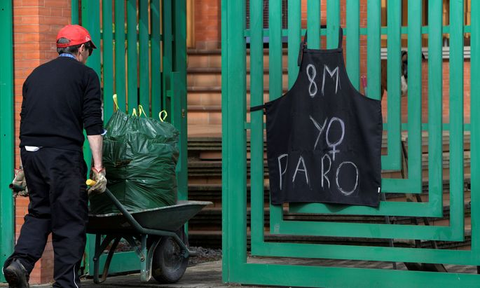 Spaniens Frauen streiken.