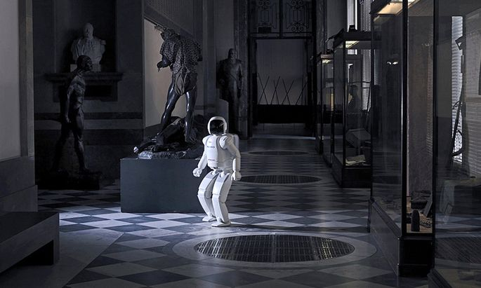 ARS ELECTRONICA FESTIVAL : HUMANOIDER ROBOTER ASIMO FEIERT �STERREICH-PREMIERE IN LINZ