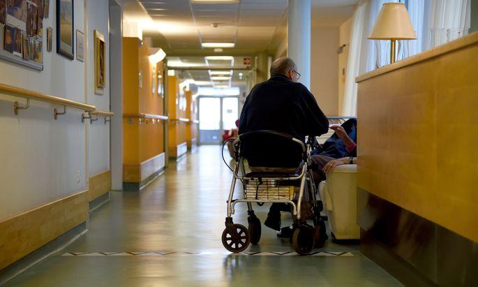 Die Coronapandemie betrifft immer stärker die Alten- und Pflegeheime (Archivbild).