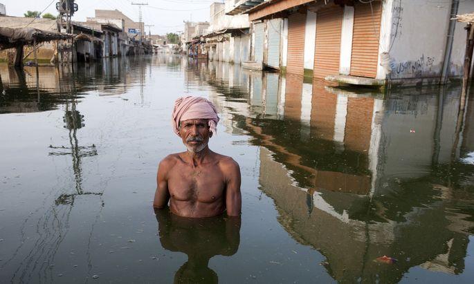 """Erderwärmung wird unter anderem dafür verantwortlich gemacht, dass """"Wetterereignisse"""" immer heftiger ausfallen. Steht uns das Wasser wirklich bald bis zum Hals?"""