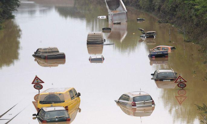 Ein Bild vom 17. Juli von der Autobahn in der deutschen Stadt, Erftstadt nach heftigen Regenfällen.