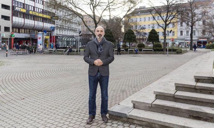 Der Deradikalisierungsexperte Kenan Güngör auf der Favoritenstraße, dem Schauplatz der Silvesterrandale.