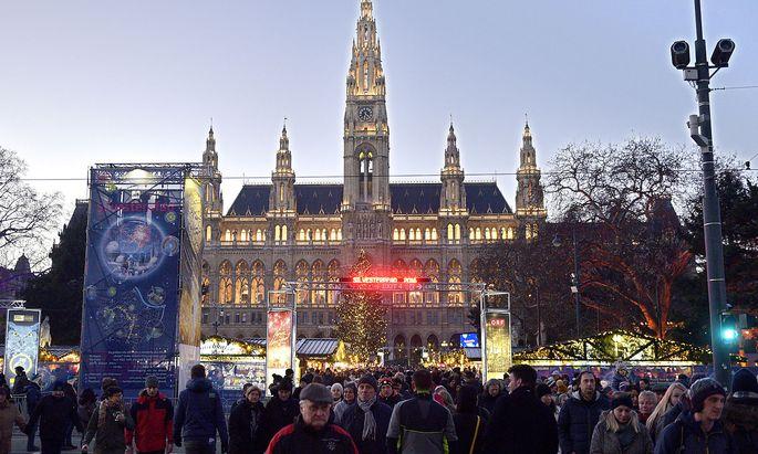 Archivbild vom Silvesterpfad 2016. Der Stadttourismus hofft immerhin auf ein paar Weihnachtsmärkte, die Besucher bringen könnten.