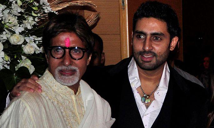 Archivbild: Bollywood-Star Amitabh Bachchan mit Sohn Abhishek.
